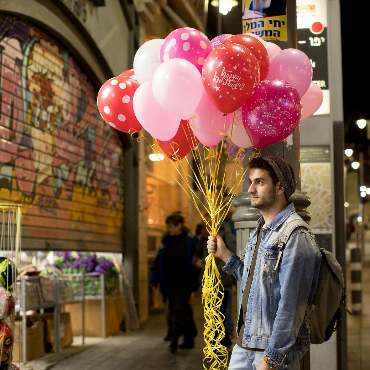 Mann mit Ballons, Tel Aviv