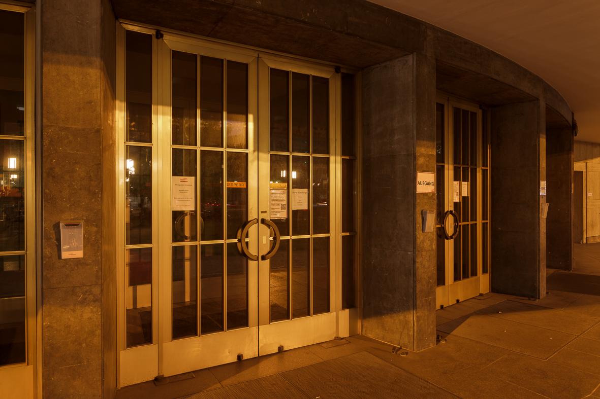Schiller Theater Eingang